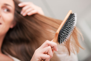 7 Ways Of Brushing Your Hair That Cause Real Problems